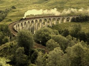 trainGlenfinnan_Viaduct